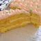Szeletelve az őszibarack sütemény