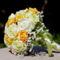 Narancs-krém-zöld habrózsa menyasszonyi körcsokor