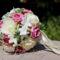 Lila-krém habrózsa menyasszonyi körcsokor