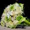 Zöld-krém tölcséres menyasszonyi csokor