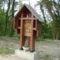 Kimle, a Keresztút fából faragott stációi közül a Sírbatétel, 2010, május 10.-én