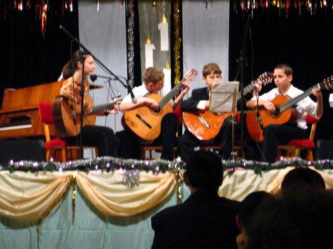 2008 Karácsonyi Iskolai Koncert Gitár