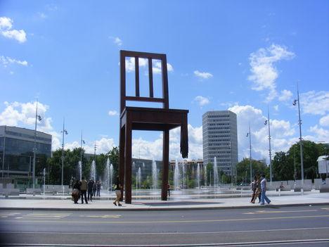 A szék. Place de Nations