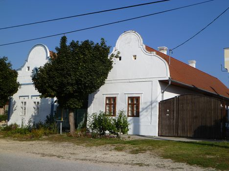 Halászi, Népi építészet remekei, Barokk stílusú házak, 2011. szeptember 24.-én