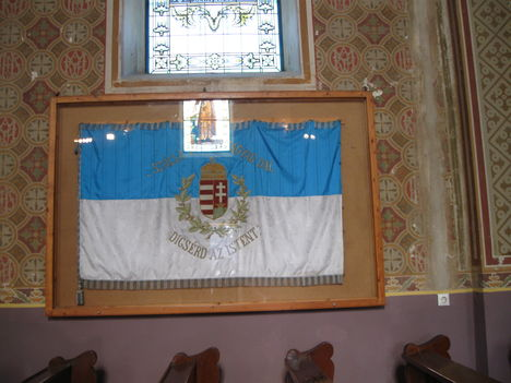 A régi dalárda zászló a templomban