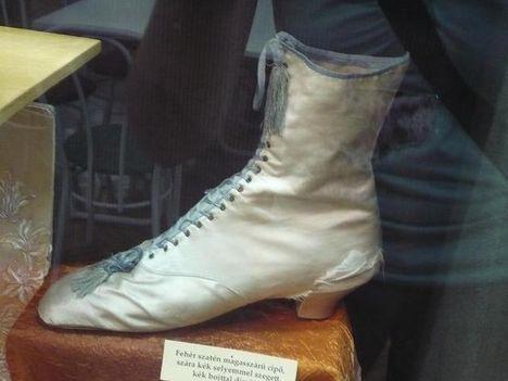 sisi cipője 2