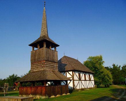 Templom és harangtorony