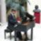Liszt Ferenc szobra előtt zongorázik Szilasi Alex