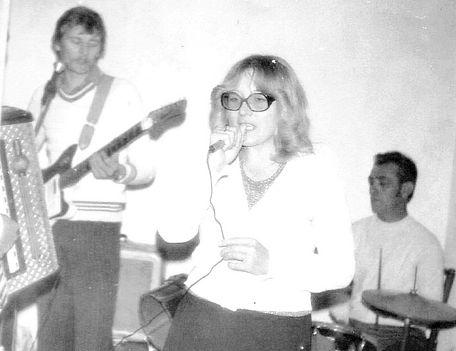 A zenekar egyik fele. 1978-80-ban készült a fénykép.