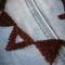 Bordó háromszöges közelről