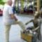 Cipőtisztító fiú (köztéri szobor)