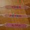 Neves szövöttek rózsaszín-átlátszós gyönggyel