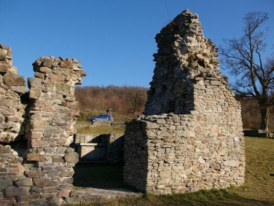 pálos kolostor romjai