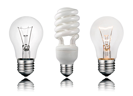 energiatakarékos és hagyományos izzó