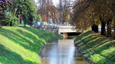 -85-ös közúti híd a  Kis Rábán-