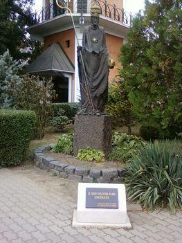 Budai temetőkben: Szt. Gellért Plébánia és Farkasrét 13