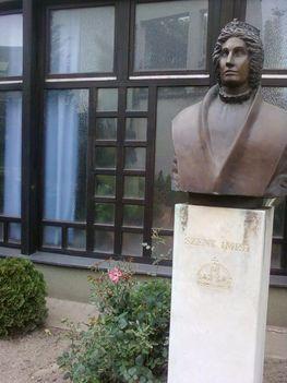 Budai temetőkben: Szt. Gellért Plébánia és Farkasrét 17