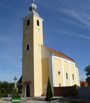 Máriakálnok, Szentháromság római katolikus templom, 2011. október 16.-án