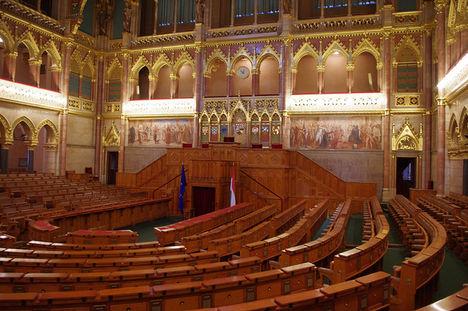 Parlament 6