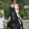 Romantikus lovasesküvő