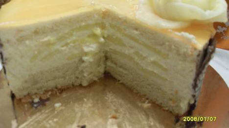 narancsos mascarpone-hab torta belülről