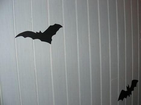 Halloween ötletek - lépcsőfeljárón denevérek