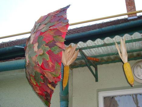 Esernyő-levélruhában
