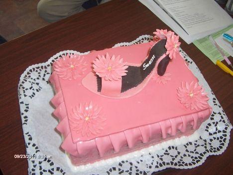 szandál torta dobozzal