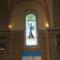 Templom, ablak az oldalajtóval szemben