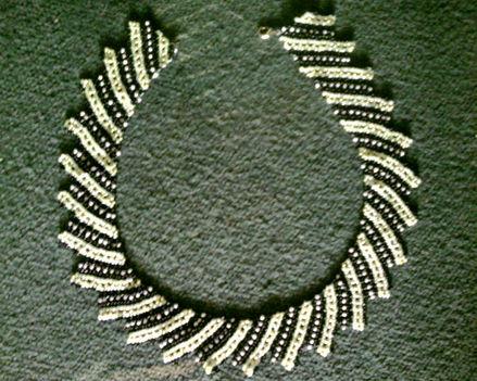 Fekete-arany-halványsárga nyakék