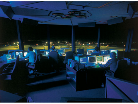 Légiirányítók munka közben