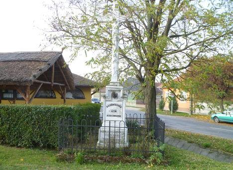 Darnózseli, Az 1891-ben állított feszület a Zseli falurészen, a Nováki útelágazásnál, 2011. november 04