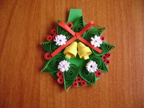 Quilling karácsonyi ajándékkísérő kártya