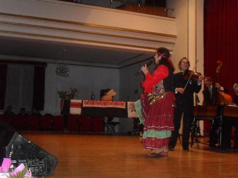 Bagdi Erzsi a nagyváradi Állami Filharmóniában énekel-Kísér az Unicum Gipsy Band Budapeströl