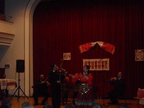 Bagdi Erzsi a nagyváradi Állami Filharmóniában-Kísér az Unicum Gipsy Band Budapeströl