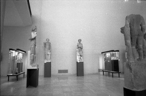 teljes alakos márványszobrok Hatra templomából  i.e.3.sz
