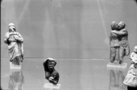terrakotta pártus szobrok