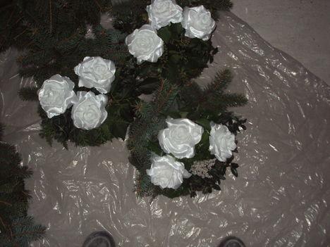 3 virággal koszorúk