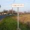 Dunasziget, Ősi székely-magyar rovásírás a település nevét jelző táblán, 2011. november 14.-én