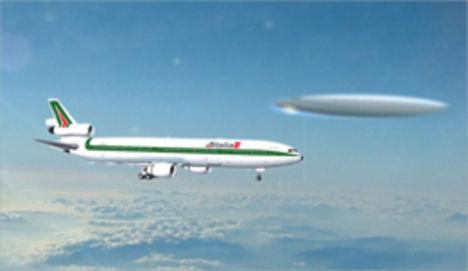 repülőgép mellett a csészealj
