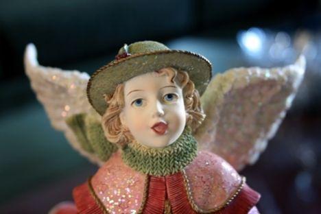 Éneklő porcelán angyal