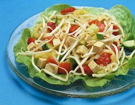 Tavaszi szójacsíra saláta tofuval