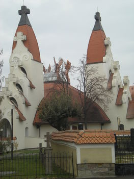 A kettornyu templom