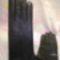 Fekete nappa  eladásra készült kesztyűk. 6