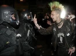 punk és a rendőrök