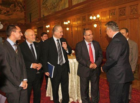 Semjén Zsolt miniszterelnök-helyettes az Országgyűlésben köszöntötte az IIACF felszólalóit