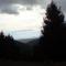 Egy kis világos csik a sötét felhők alatt