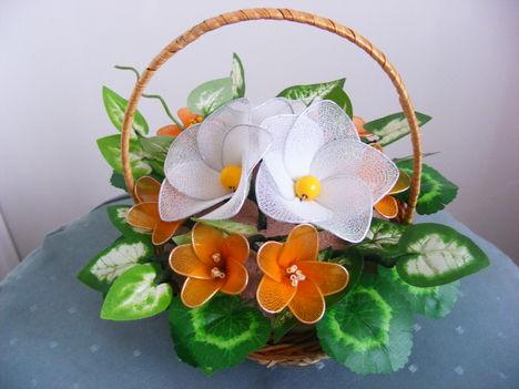 Virágok kosárban