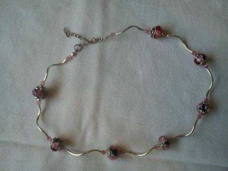 fekete-pink virágos