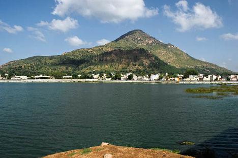 Arunachala szent hegy  Indiában, Ramana Maharsi a közelében élt